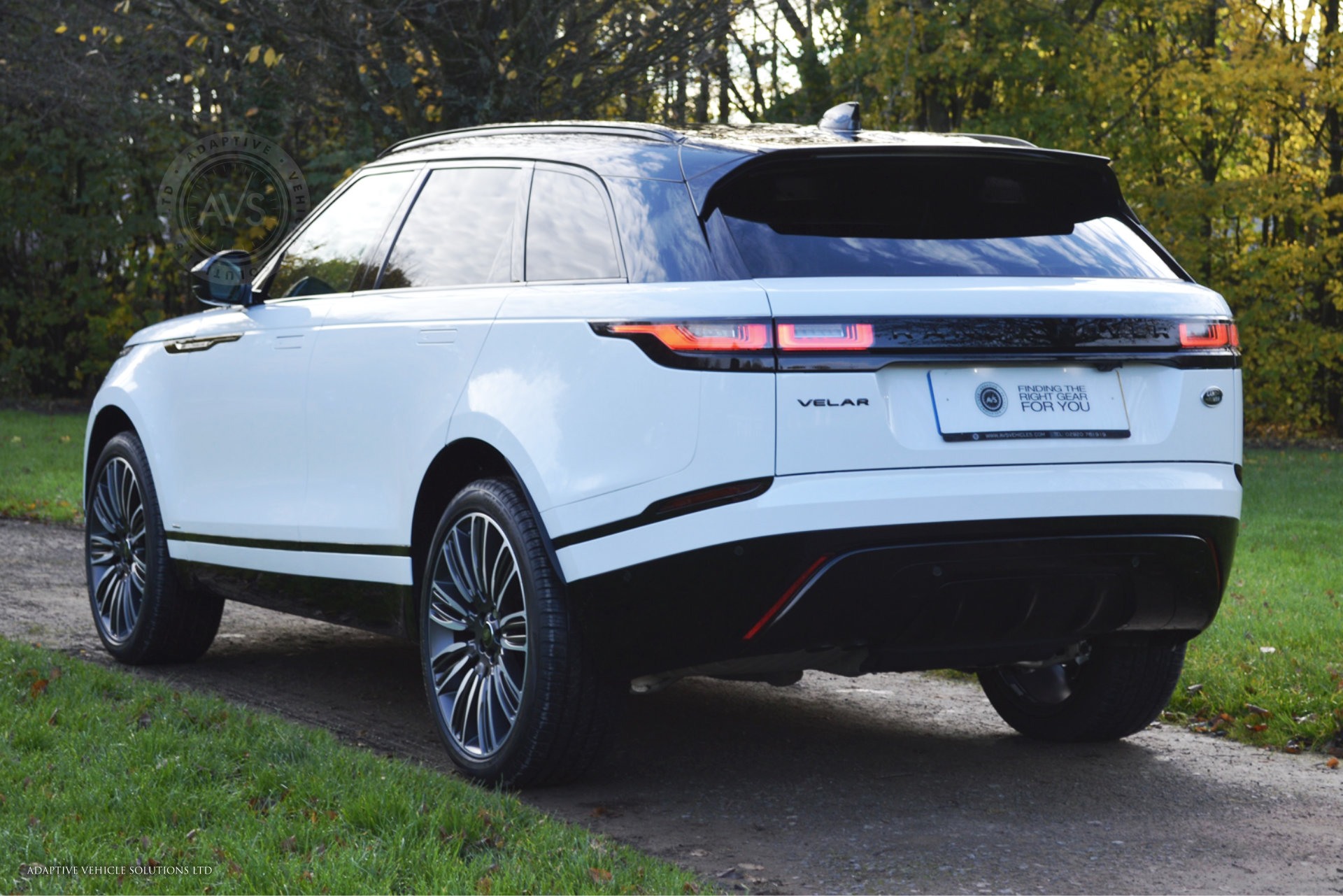range rover velar r dynamic se white 01 adaptive. Black Bedroom Furniture Sets. Home Design Ideas